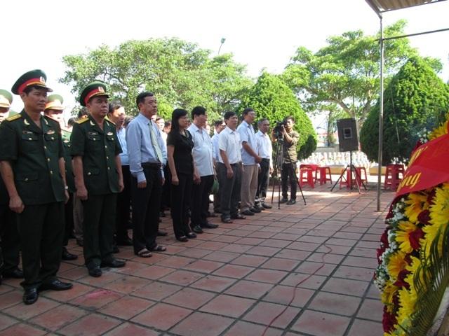 Lễ truy điệu các liệt sĩ diễn ra trong không khí trang nghiêm, thành kính