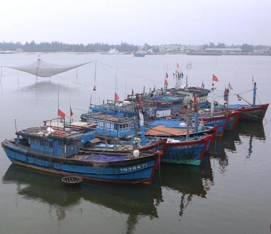 Việc tạo điều kiện cho ngư dân nâng cấp, cải hoán tàu đánh bắt xa bờ và trung bờ là yêu cầu bức thiết