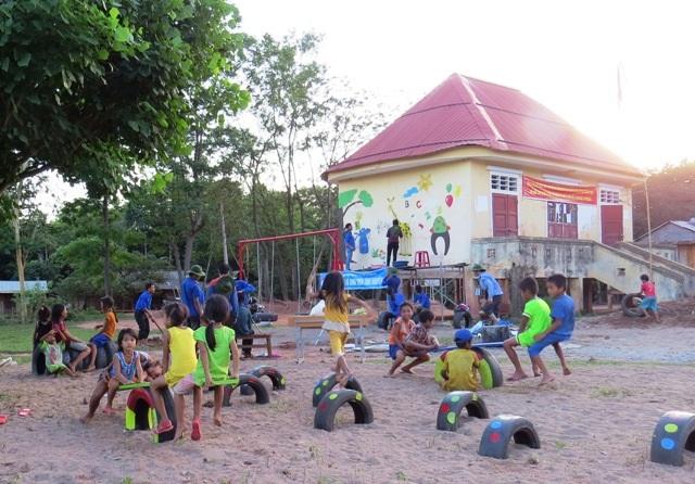 Trẻ em miền núi A Túc có sân chơi thân thiện, bổ ích nhờ những tình cảm của đoàn viên, thanh niên