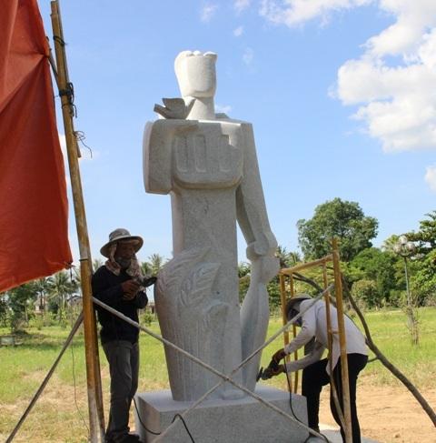 Quảng Trị: Những tượng đá ẩn chứa lòng tri ân liệt sĩ! - 2