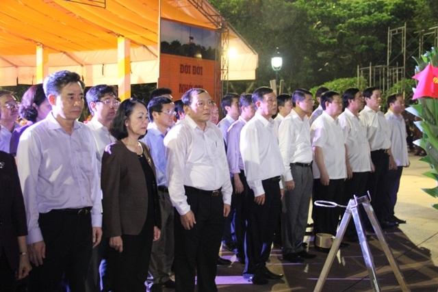 Đoàn công tác của Trung ương và tỉnh Quảng Trị viếng các anh hùng, liệt sĩ