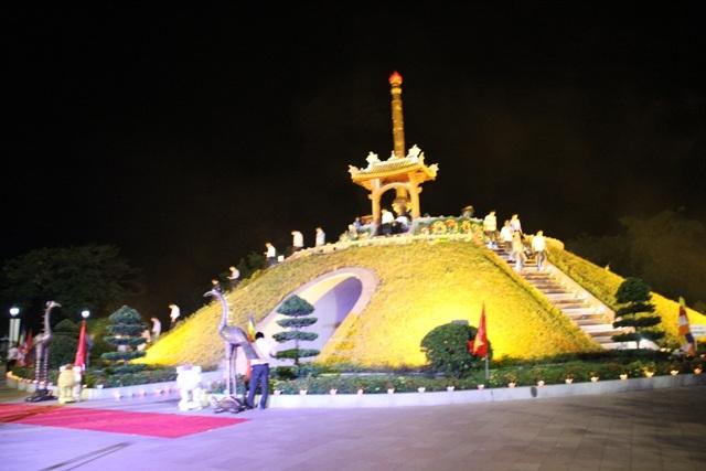Thành cổ Quảng Trị sáng rực dịp kỷ niệm ngày Thương binh, liệt sĩ