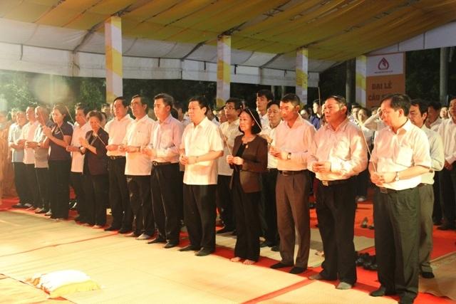 Các vị lãnh đạo tham gia lễ cầu siêu tri ân các anh hùng, liệt sĩ