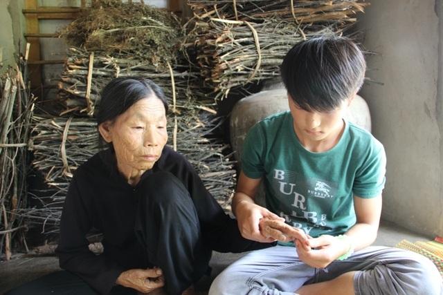 Bao năm qua, Thìn phải sống dựa vào tình yêu thương của bà ngoại
