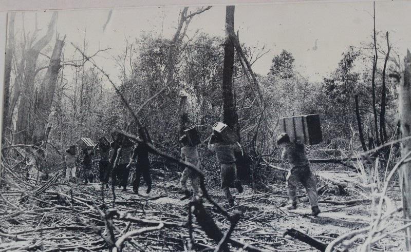 Đại đội 2 Thanh niên xung phong thuộc giao bưu Trị Thiên vận chuyển đạn phục vụ chiến dịch đường 9 - Khe Sanh - Nam Lào