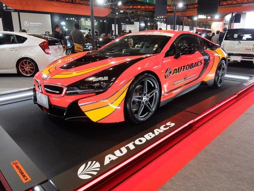 Một chiếc BMW i8 được trưng bày tại triển lãm sau khi được độ lại với một diện mạo ấn tượng bởi AUTOBACS