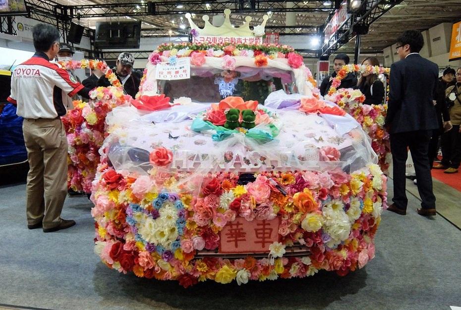 Sinh viên của trường Đại học Kỹ thuật Tokyo thể hiện khả năng trang trí xe