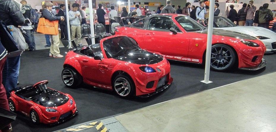3 phiên bản của Mazda Roadster với 3 kích thước khác nhau tạo sự thích thú cho khách tham gia triển lãm