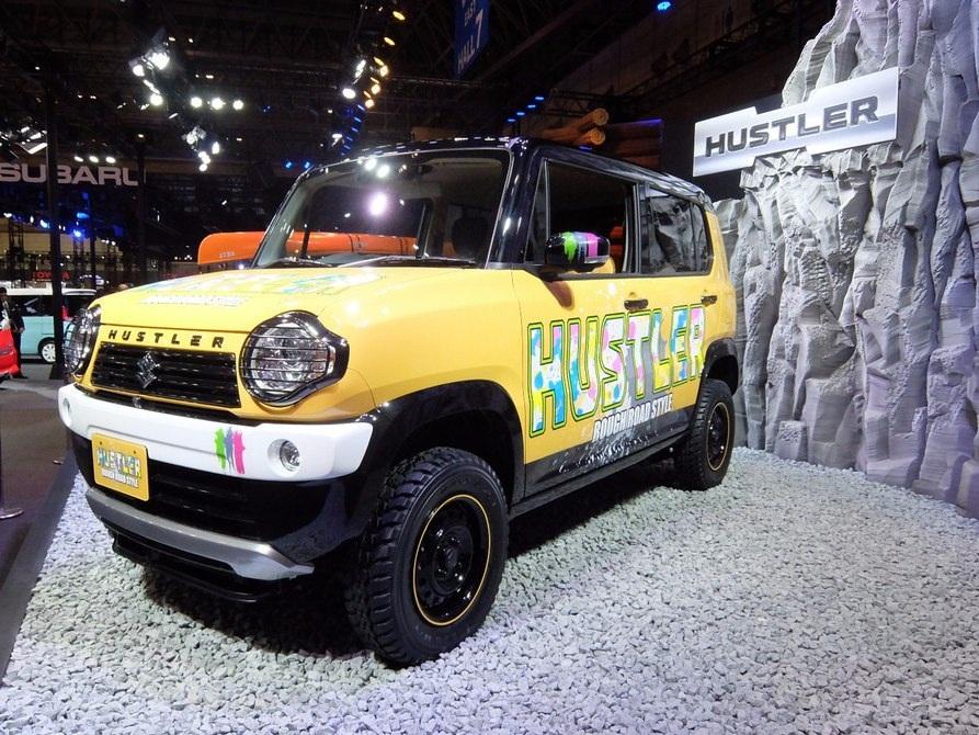 Mẫu Suzuki Hustler 4X4 với lốp xe dày và gầm xe cao. Đây là một trong những dòng sản phẩm bán chạy nhất của Suzuki trong năm qua