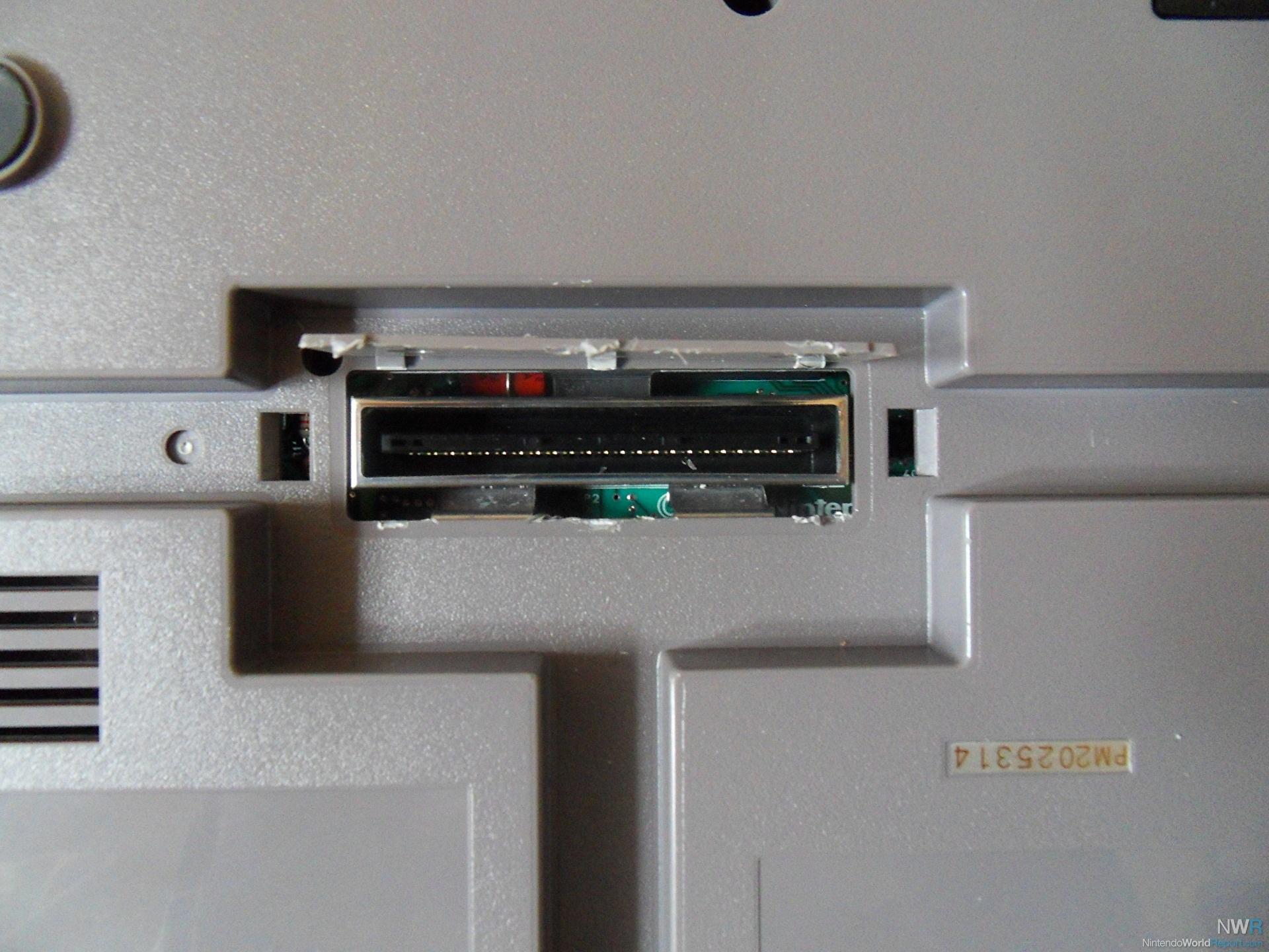 Cổng kết nối ẩn trên máy NES