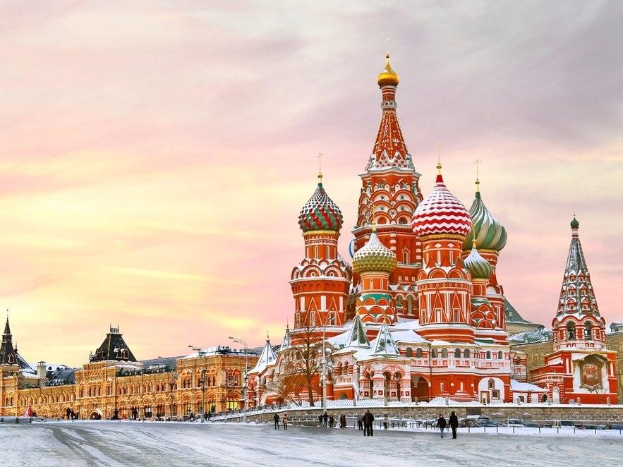 Năm 2015, Nga là bên mua vàng lớn nhất với kỷ lục 206 tấn trong nỗ lực nhằm đa dạng hóa nền kinh tế từ đồng đô la Mỹ, cũng như cải thiện mối quan hệ với các nước phương Tây kể từ sự kiện sát nhập bán đảo Crimean vào giữa năm 2014