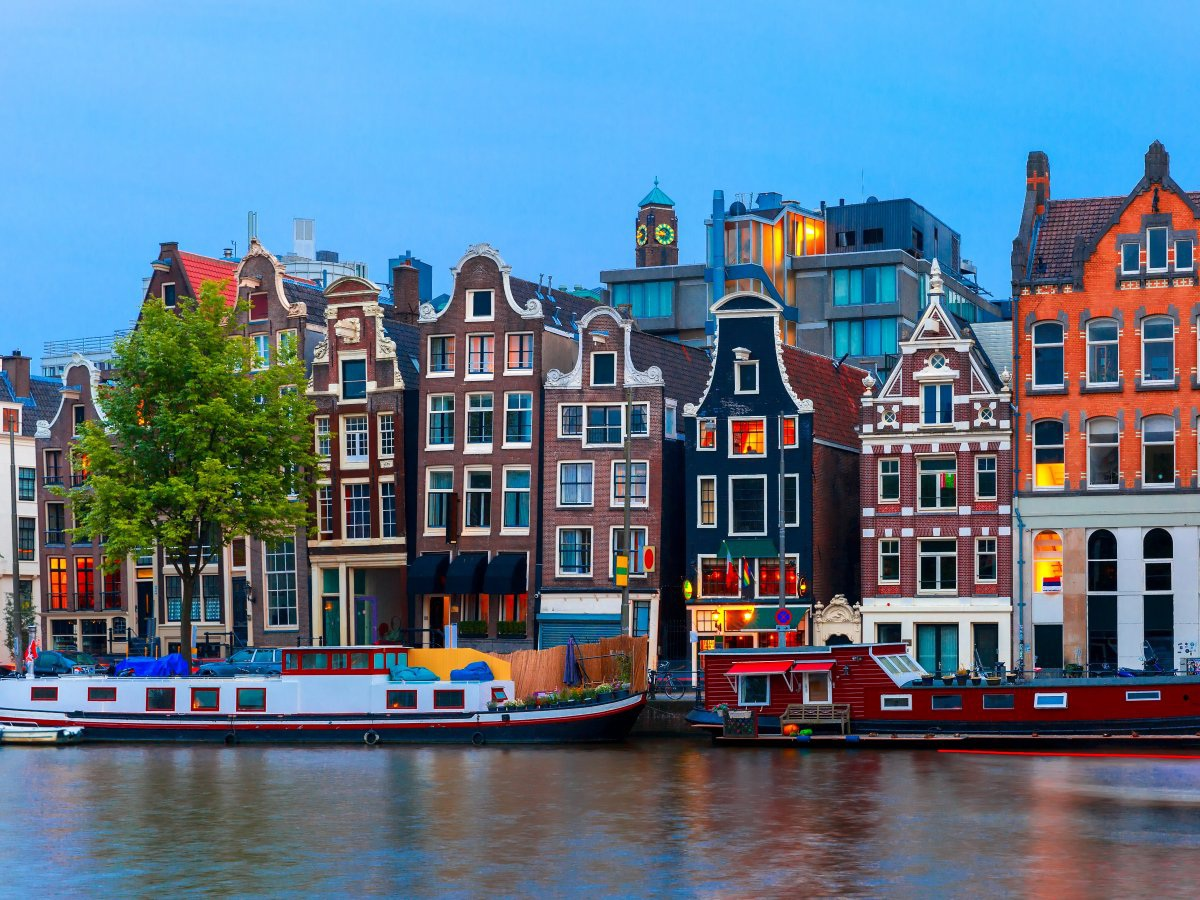 Ngân hàng Trung ương Hà Lan hiện đang tìm kiếm một địa điểm thích hợp để làm kho chứa cho lượng vàng khổng lồ của mình, cùng với việc đổi mới lại toàn bộ hệ thống hầm chứa vàng truyền thống.