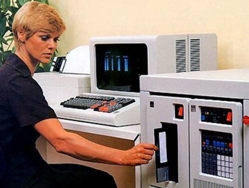 """Điểm lại những công nghệ """"cổ lỗ sĩ"""" nhưng vẫn được chính phủ Mỹ sử dụng - 3"""