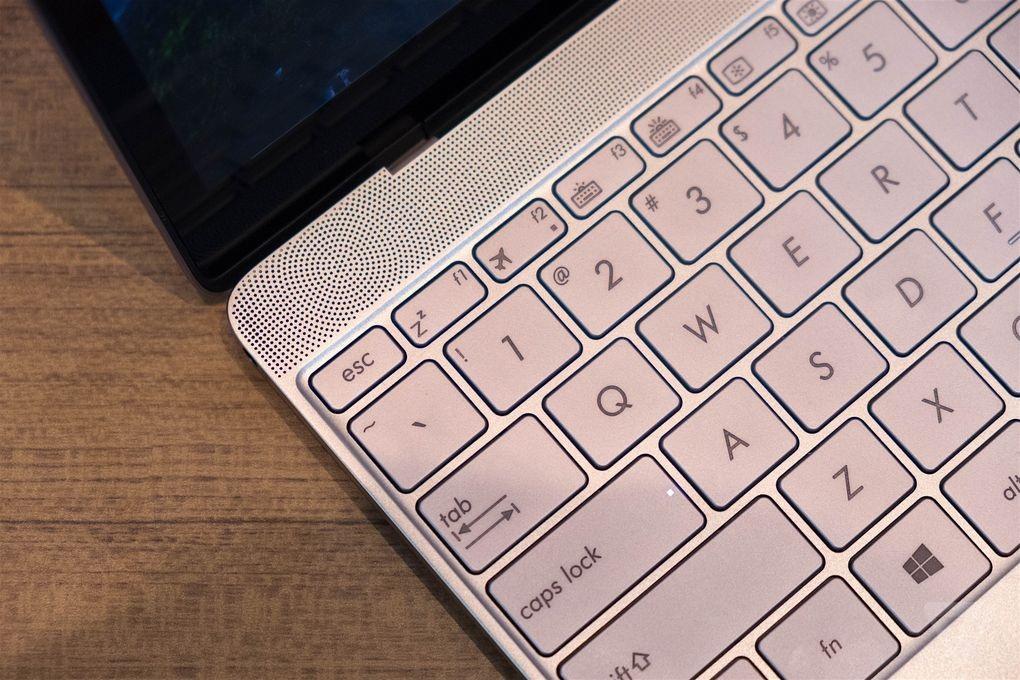 So sánh laptop mỏng nhất thế giới của Asus với Macbook mới nhất của Apple - 2