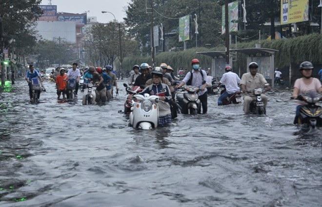 Mẹo xử lý tình huống khi xe ngập nước, chết máy - 2