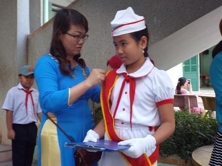 Học sinh tiểu học ở TP NHa Trang chuẩn bị cho lễ khai giảng năm học mới 2015-2016