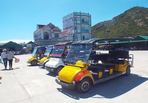 Thời gian qua, Bình Ba đã phát triển du lịch một cách chóng mặt với hàng loạt nhà nghỉ, khách sạn thi nhau mọc lên. Địa phương đã khuyến nghị người dân không phát triển du lịch tự phát nhưng người dân vẫn bất chấp