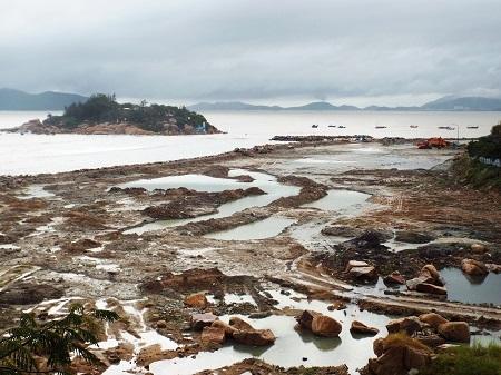 Một đoạn san lấp mặt Vịnh Nha Trang thuộc dự án Công viên văn hóa - giải trí - thể thao Nha Trang Sao.