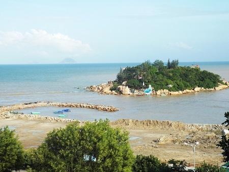 Một đoạn thi công Dự án Công viên văn hóa - giải trí - thể thao Nha Trang Sao nhìn từ hướng trường ĐH Nha Trang