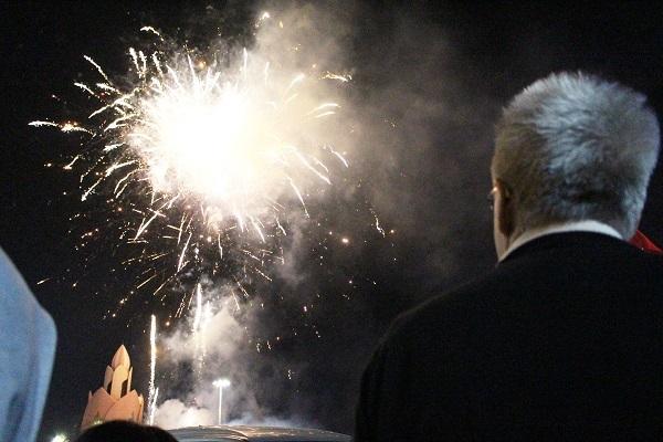 Trong đêm đón giao thừa, có đông du khách Nga, Hàn Quốc, Trung Quốc, Úc... đổ ra đường cùng đón năm mới với người dân Nha Trang