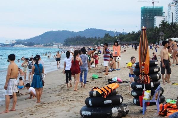 Đây là thời điểm bắt đầu mùa đón du khách ở Nha Trang nên dự báo kể từ nay, thành phố biển sẽ đón một lượng lớn khách trong nước và quốc tế đến tham quan, nghỉ dưỡng