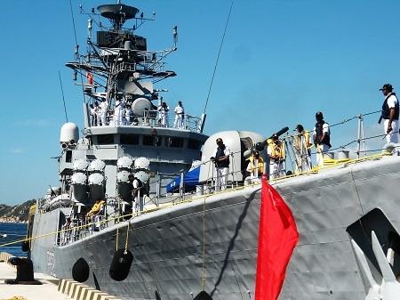 Hai chiến hạm Ấn Độ cùng thủy đoàn hơn 600 người thăm Cam Ranh - 3