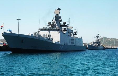 2 tàu Hải quân Ấn Độ INS SATPURA (đậu trước) và INS KIRCH cùng thủy thủ đoàn hơn 600 người, thăm cảng Quốc tế Cam Ranh, sáng 30/5