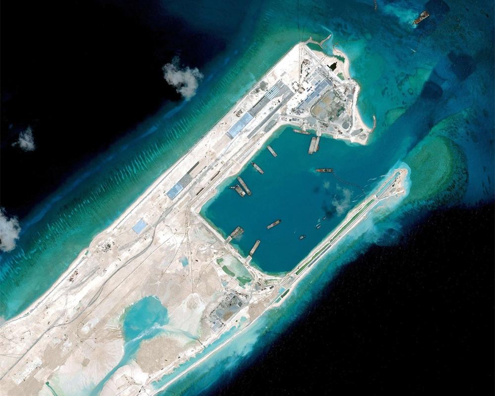Bãi Chữ Thập thuộc quần đảo Trường Sa của Việt Nam, nơi Trung Quốc xây dựng phi pháp (Ảnh: graphics.wsj.com)