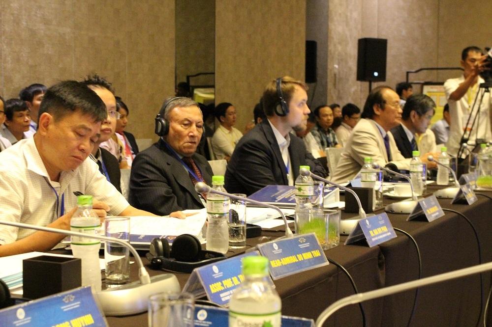 """Các học giả trong nước và quốc tế tham dự hội thảo: Quy chế pháp lý của đảo, đá trong luật quốc tế và thực tiễn Biển Đông"""" - Ảnh: Viết Hảo"""