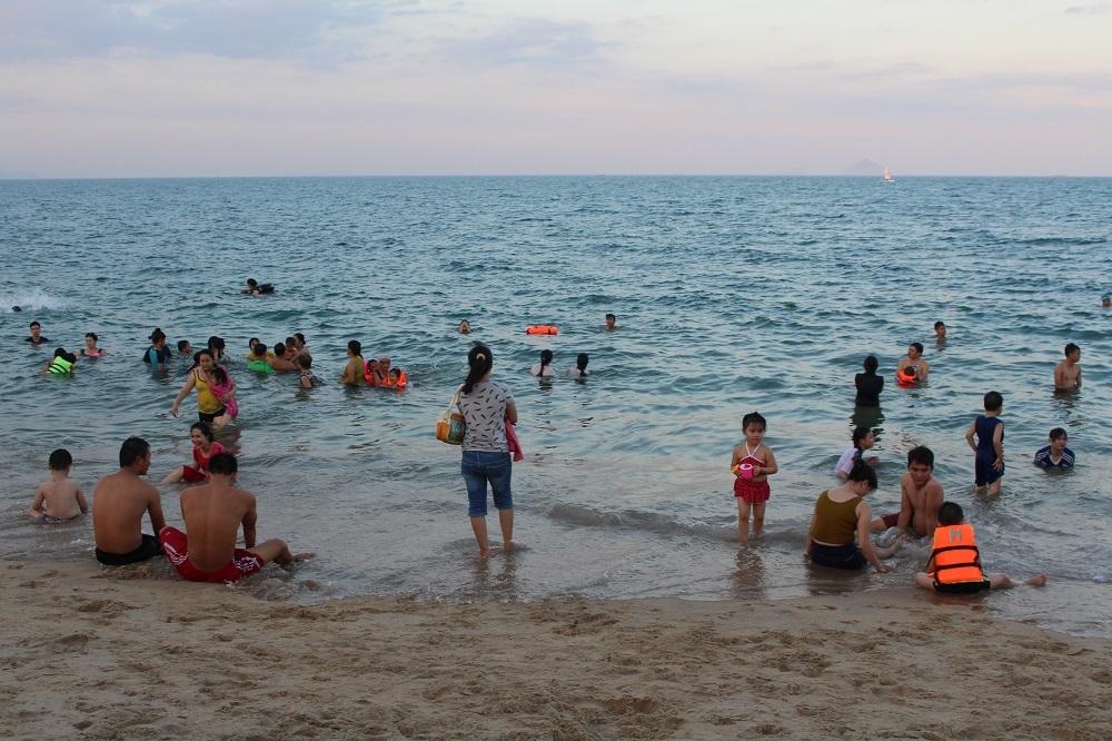 Nha Trang: Bãi biển đông nghẹt trong ngày Quốc Khánh 2/9 - 6