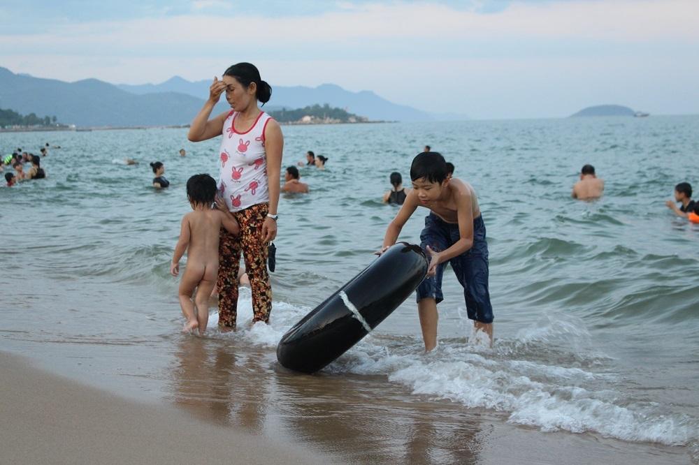 Nha Trang: Bãi biển đông nghẹt trong ngày Quốc Khánh 2/9 - 3