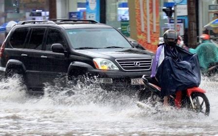 Nhiều tuyến đường trên địa bàn thành phố Thanh Hóa bị ngập nước