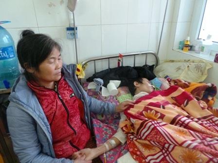 Hàng đêm, chị Hương nằm khóc vì cuộc đời quá bất công với mình