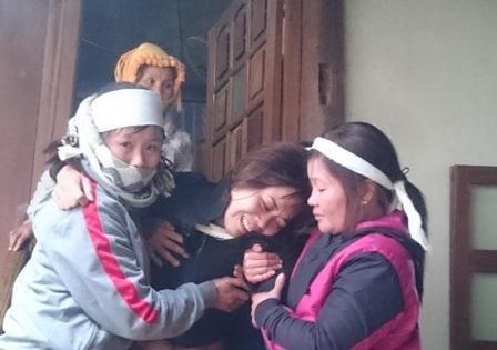 Chị Túc - vợ nạn nhân Danh đau đớn trước cái chết của chồng