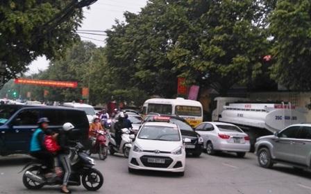 Tình trạng giao thông lộn xộn xuất hiện trên địa bàn thành phố Thanh Hóa