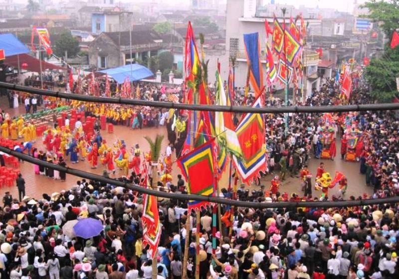 Hàng nghìn người dân tham gia Lễ cầu ngư