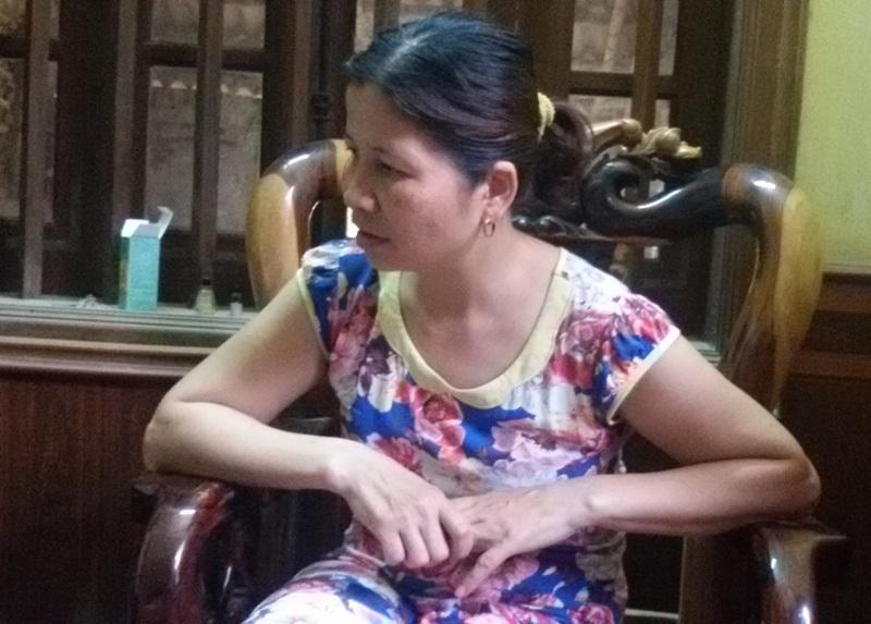 Chị Lê Thị Hà bức xúc trước việc làm của Công an trị trấn Lam Sơn