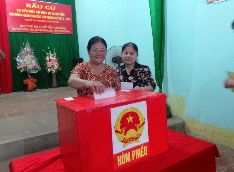 Cử tri Thanh Hóa tham gia bỏ phiếu bầu cử