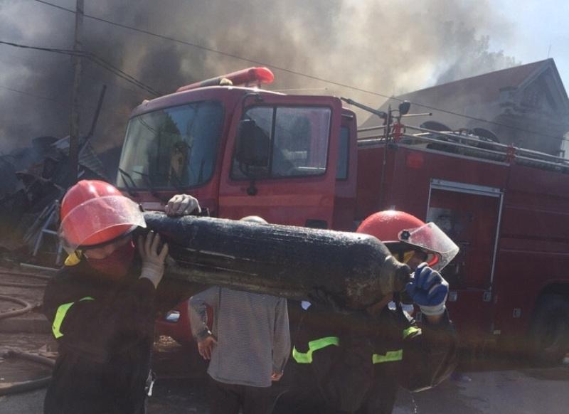 Di chuyển vật cháy nổ nguy hiểm.