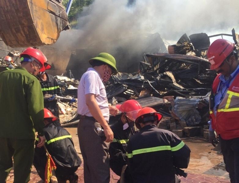 Lực lượng chữa cháy của Nhà máy Lọc hóa dầu cũng được huy động.