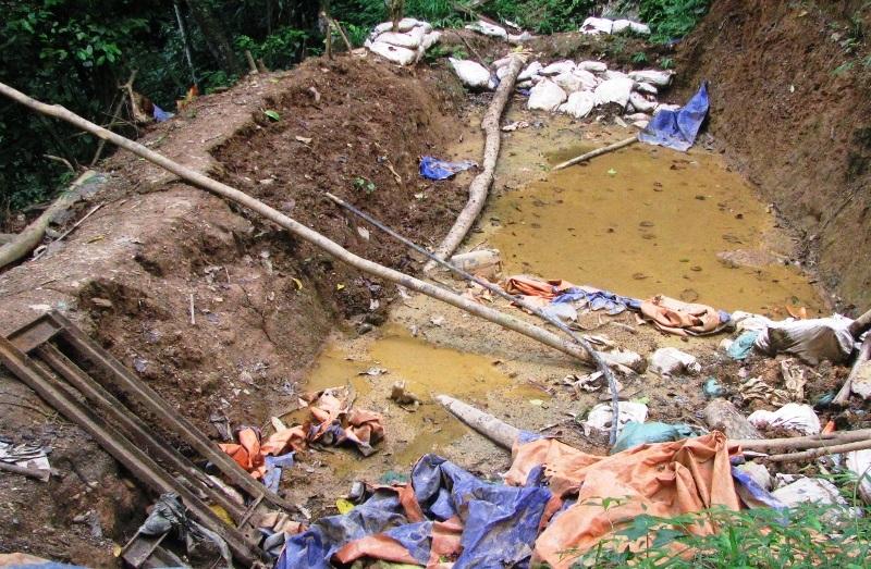 Hiện trường bãi đào vàng ở bản Kịt, xã Lũng Cao, huyện Bá Thước