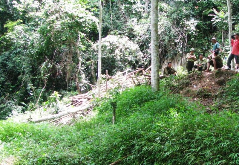 Bản Kịt nằm xa trung tâm huyện và chưa có điện lưới cũng như sóng điện thoại nên công tác cứu hộ, cứu nạn gặp rất nhiều khó khăn