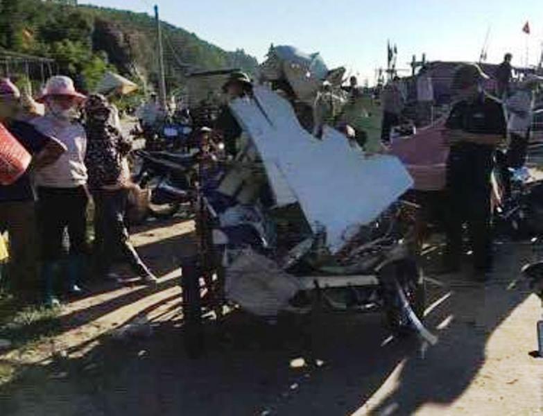 Những mảnh vỡ nghi của máy bay CASA 212 do ngư dân vớt được (Ảnh: Facebook)