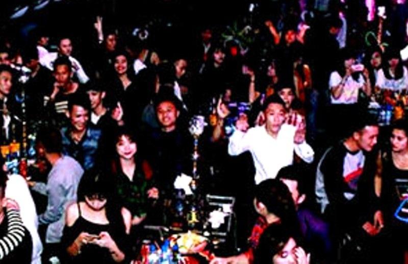 Bên trong bar Lam Kinh Club