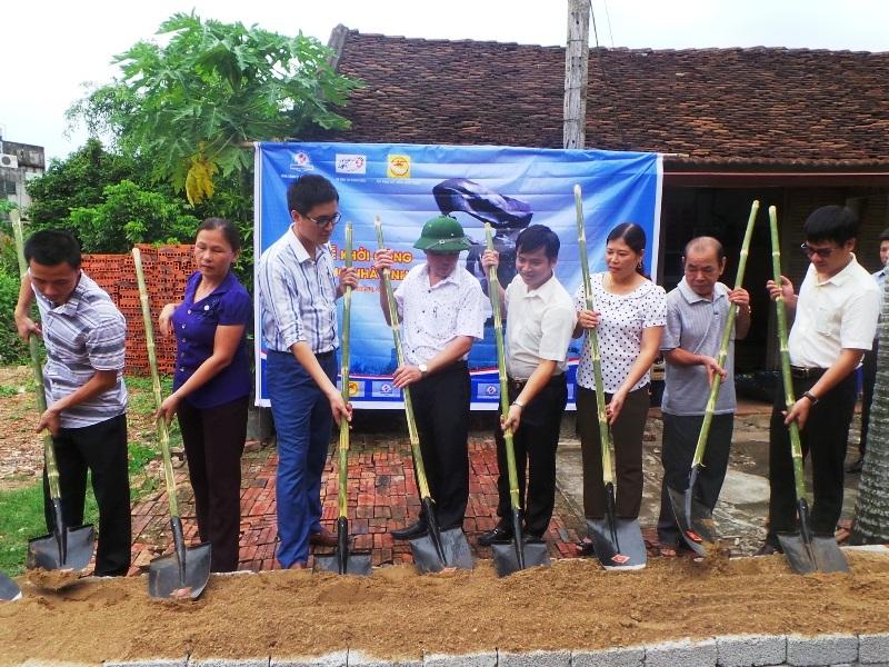 Lễ khởi công xây dựng nhà tình nghĩa cho gia đình ông Bùi Thanh Tùng