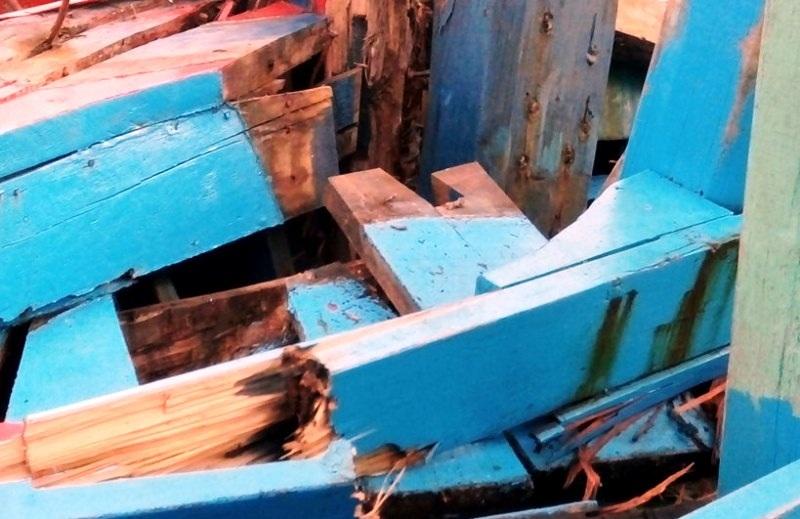 Nhiều chỗ trên tàu bị đâm thủng, hư hỏng nặng