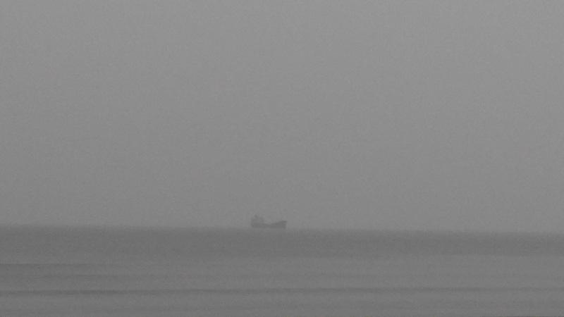 Vẫn còn tàu trên biển
