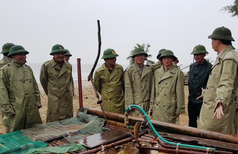 Phó Thủ tướng Vũ Đức Đam kiểm tra và chỉ đạo công tác phòng chống bão tại Thanh Hóa