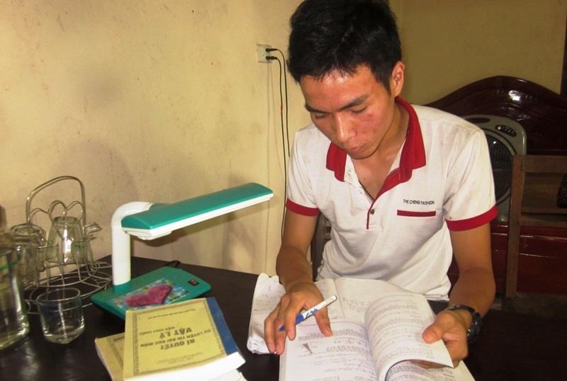 Cậu học trò mồ côi Hoàng Văn Sơn