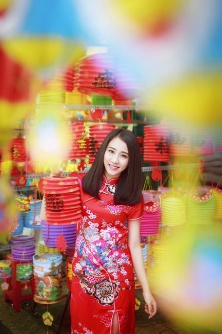 """""""Bạn gái màn ảnh"""" của Sơn Tùng MTP rạng rỡ dạo phố Trung thu - 1"""